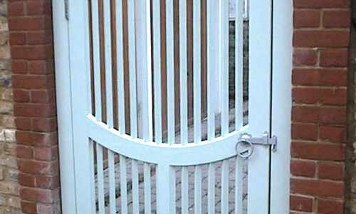 Arch top spindle gate