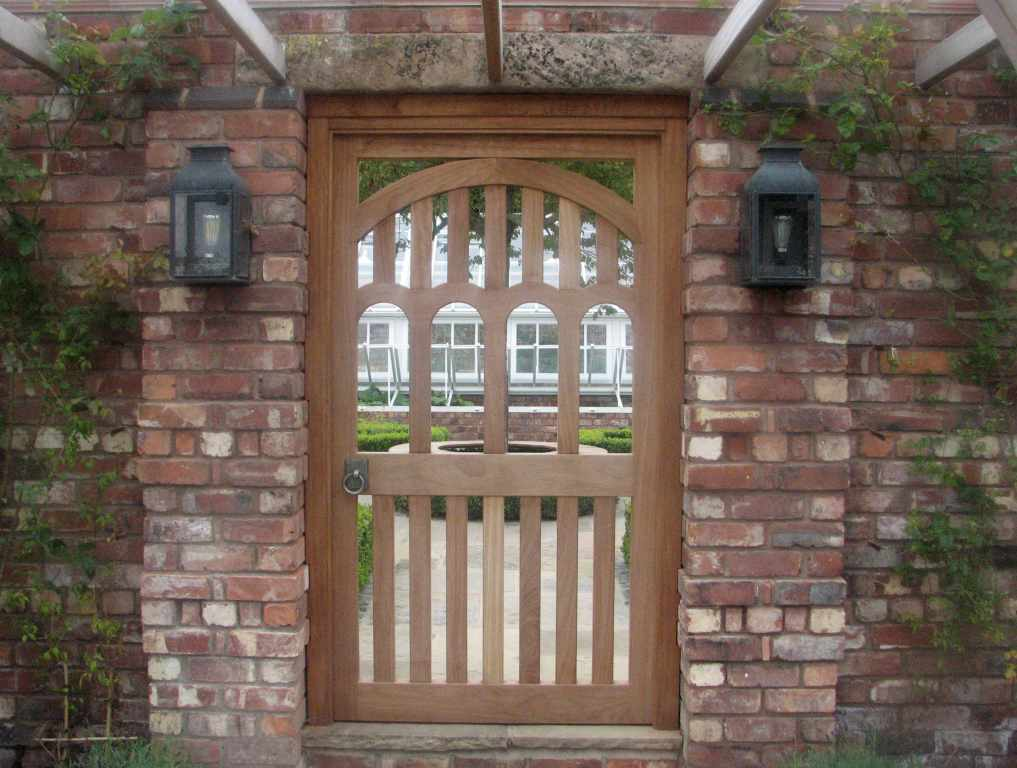 Bespoke wooden garden gates essex uk the garden for Decoration gate