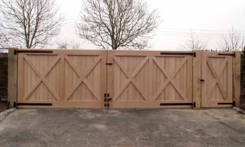 European oak gates