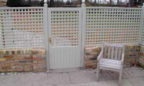 Lockable trellis gate with solid bottom panel