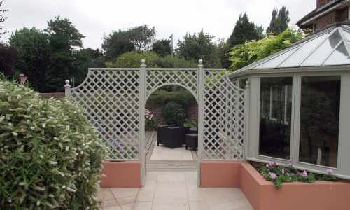 Trellis with arch painted GTC Pearl