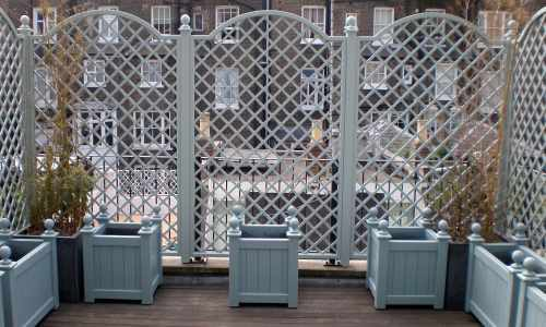 Diamond trellis & matching planters