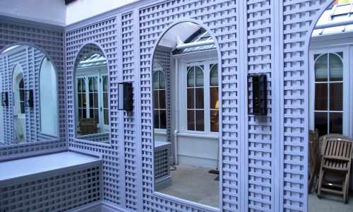 Trellis with mirror inserts