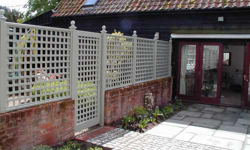 Painted trellis garden divide