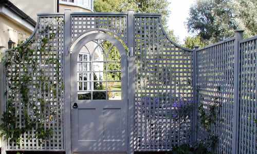 Traditionally styled trellis & gate