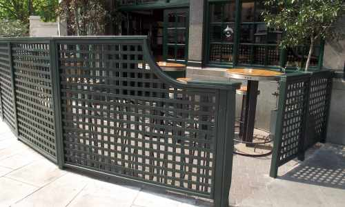 Trellis around a smoking area
