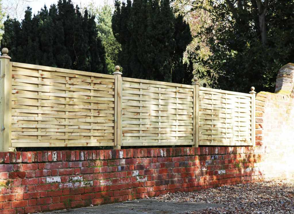 Low Wooden Fence Staxel: View Our Ready-made Product Gallery