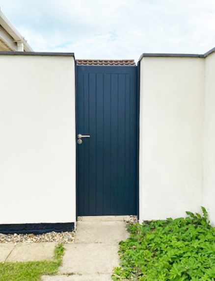 Bespoke gate painted a match to RAL 7016 (Anthracite Grey)